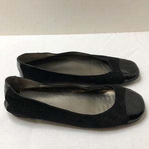 Me too size 7 1/2 patent leather and suede flats
